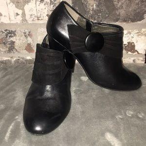 🎄Naturalizer N5 Comfort Black with Suede Booties